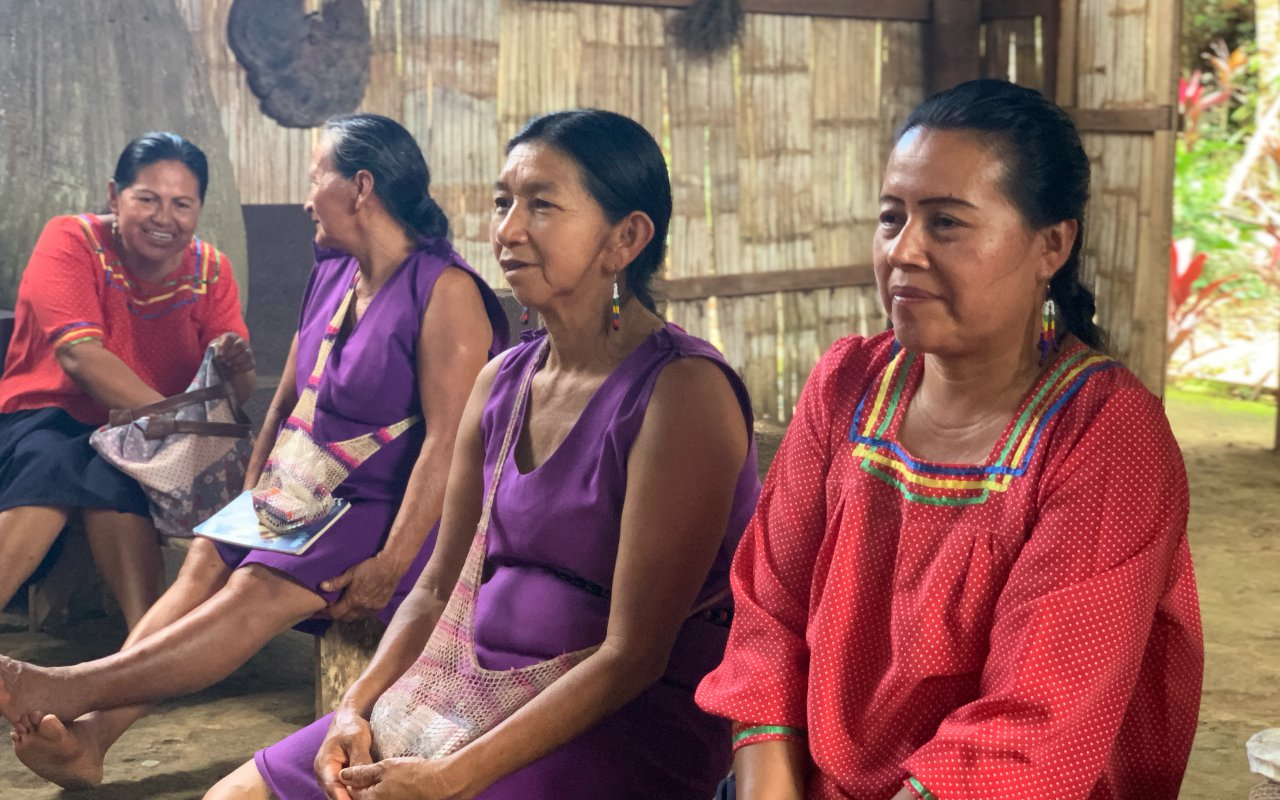 amazonie-femmes-quechuas-en-reunion.