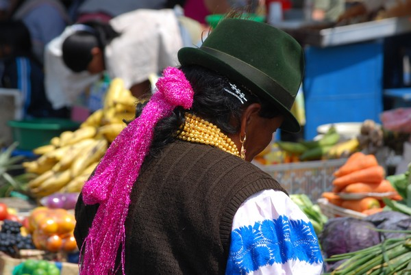 femme-ecuador-marché